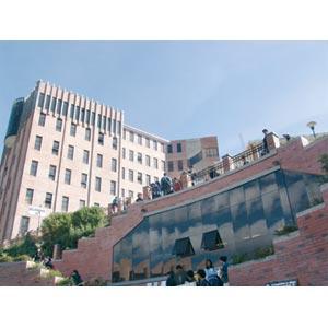 Atrio de la Universidad Católica Boliviana San Pablo